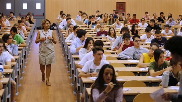 Fechas de selectividad en 2018: Los alumnos andaluces afrontan la recta final hacia la PEvAU - Academia CLAUSTRO